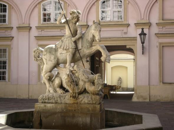 Statua San Giorgio palazzo Primaziale Bratislava